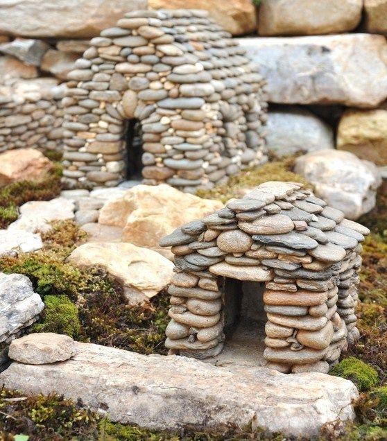 Maisons miniatures en pierre pour d corer le jardin for Objet en pierre pour jardin