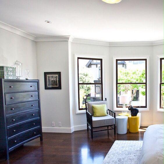 walls paper white trim decorators white both benjamin moore paint colors pinterest paper. Black Bedroom Furniture Sets. Home Design Ideas