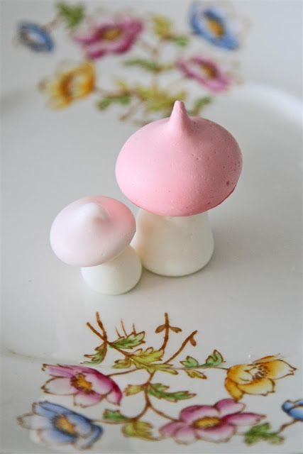 Hands down, the cutest meringues ever! Mushroom Meringues. By Cakelets and Doilies.