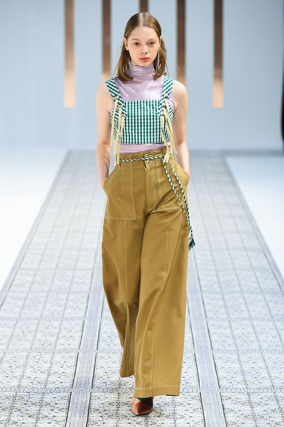 The complete 5-Knot Tokyo Spring 2018 fashion show now on Vogue Runway.