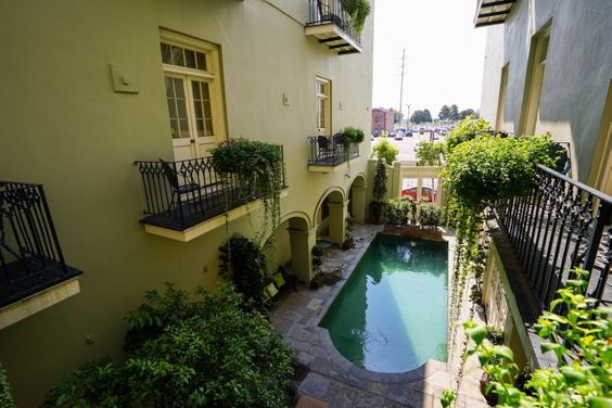 French Quarter courtyard and pool at Bienville House Hotel in New Orleans