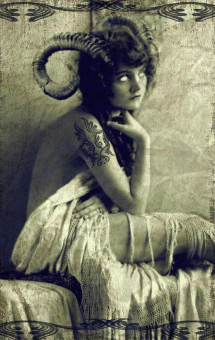 Frau mit Widderhörnern - vintage-stil