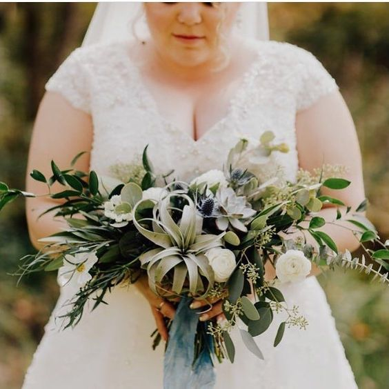 Oh all those lovely soft greens #Repost @bearrootsfloral  Josiah and Jenn's wedding from a few weeks ago! Thanks @addisonjonesphotography for the beautiful photos! #freshflowers #thehappynow #pursuepretty #asseenincolumbus #clintonvilleohio #614weddings #614florist #midwestweddings #columbuswedding #columbusohio #