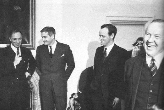 4 avril 1967 Pierre E Trudeau John Turner et Jean Chrétien sont nommés Ministre #politique https://t.co/1kvJAiWY2T https://t.co/oIB4VF75f8