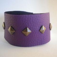 Bracelet manchette en simili cuir violet avec clous en losange- idée cadeau…
