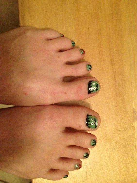 Frankenstein monster and goo seeping on toes. Eeeeeew!!! Halloween nails