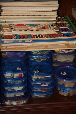 Kid's puzzle organization: Store puzzle pieces in containers, label them with a sticker. Stack the puzzle boards, and label the respective board with the same sticker as the one for the puzzle pieces. Smart idea! Matching container to board is already an activity in itself! :)