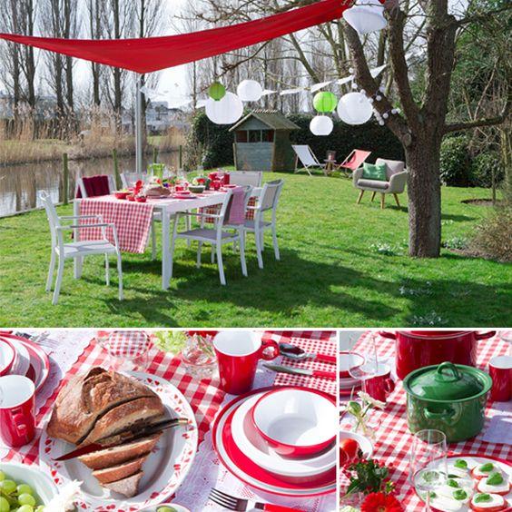 Tuintrends 2015: Toscaans Familiefeest. Haal het maximale uit de zomer en laat je inspireren door het Italiaanse buitenleven. Organiseer bij mooi weer een familiefeest in Toscaanse sfeer. Door de traditionele kleuren rood, wit en groen toe te passen   #tuintrends #2015 #tuinieren #toscane #Italië #wonenonline #tuinmeubels #tuinmeubelen #garden