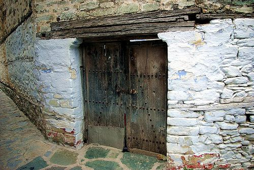 Old Door / Παλιά ξύλινη Πόρτα / Αμπελάκια by Lefteris Zopidis, via Flickr