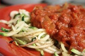 Salsa de tomate con espaguetti. Raw food. Esta receta mejora la salud, y ayuda adesintoxicar el cuerpo, a adelgazary mantener un peso estable. Es decir, ayuda a eliminar toxinas m...