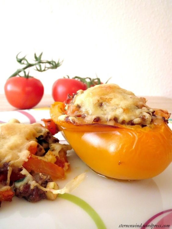 Rezept für gefüllte Paprika mit Hackfleisch, Tomaten und Zucchini http://wp.me/pGCcY-h5