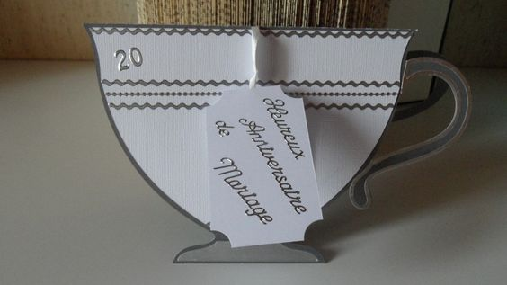 Carte en forme de tasse pour des noces de porcelaine : Cartes par made-by-newscrapeuse