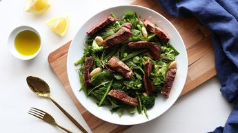 Biff med en grønn salat