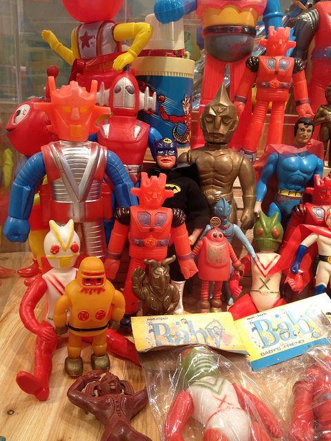 via: HK toy Show - TOYS PARADISE by bonemask Flickr