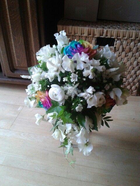 Bruidsboeket met o.a regenboog rozen
