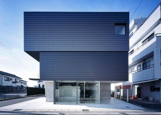 Apollo Architects & Associates has completed a top-heavy building in Japan's Aichi Prefecture containing both an art gallery and a family residence