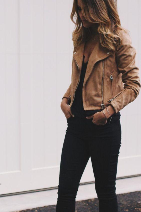 velbloudí moto bunda / čierne štíhle džínsy