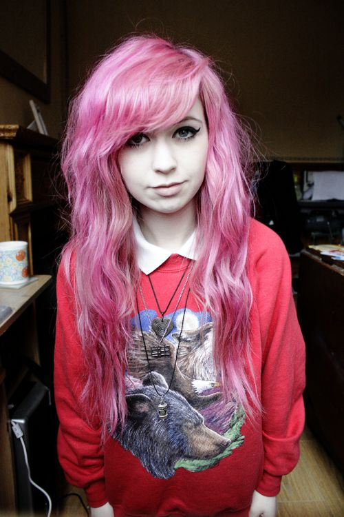 looooving the pastel pink on wavy/curly hair.