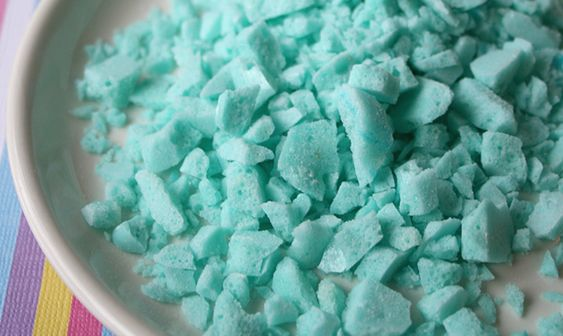 Yes, it is possible to make Pop Rocks, the famously fizzy candy, right in your own kitchen. No, you don't need any special equipment or a science degree (though you can wear a lab coat if you'd like). This at-home version of theclassic candy attains its magical fizz through a combination of citric…