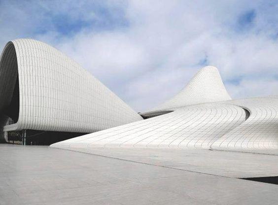 El Aliyev Cultural Center, diseñado por Zaha Hadid, presenta muestra de la arquitectura de Azerbaiyán