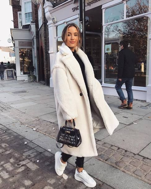 Winter Style Inspo Teddy Coat Long Oversized Cozy Keep Warm White Coat Winter 2019 Trends | #wintertrends #oversizedcoat #teddycoat #winteroutfits #teddyjacket #winterstyle # winter2019 #cosystyle