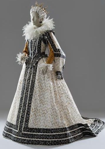 Costume based on the portrait of Maria de Medici by Pietro Facchetti, c. 1595. Made by Isabelle de Borchgrave and Rita Brown ('Papiers à La Mode'):