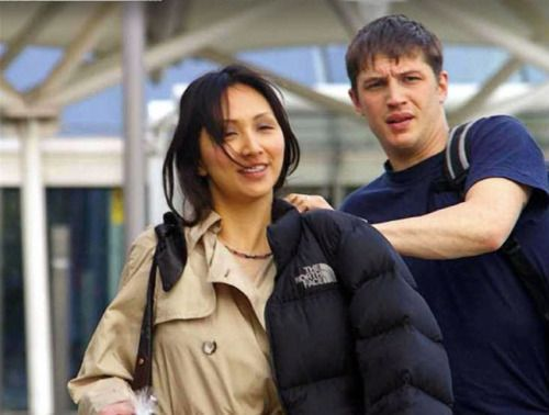 Tom with ex-girlfriend Linda Park. For a time, Hardy was dating Star Trek: Enterprise actress Linda Park (Hoshi Sato) after they acted together in a play called Roger and Vanessa. They lived together in South London, England, and were even going to form their own theatre company. However, they have since broken off their relationship.