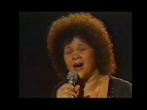 Etta James sings AMAZING GRACE