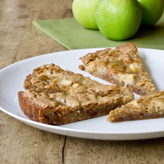 Apple Cinnamon Blondies (apple pie + blondies rolled into one!) #appleadayparty