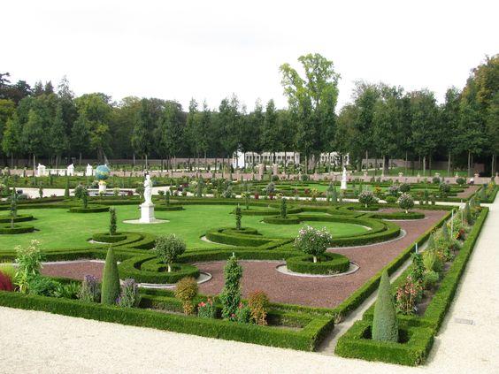 Benedentuin, Paleis Het Loo. In 1984 teruggebracht naar oorspronkelijke Hollandse baroktuin zoals deze was eind 17de eeuw - begin 18de eeuw. Uniek voor Nederland.