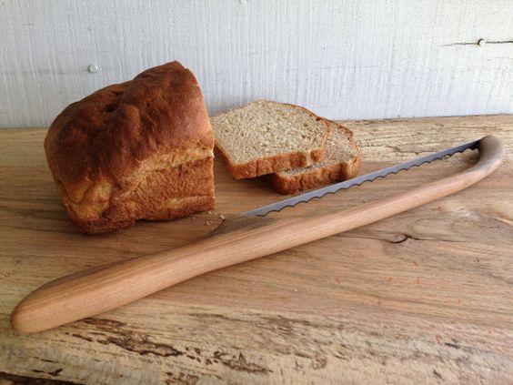 Bow-brotmesser mit geschnitzten Pecan Holz behandeln