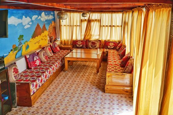 Bed & Breakfast em Agadir, Marrocos. Welcome to Original Surf Morocco – an eight-bedroom guesthouse in Tamraght, Morocco within walking distance of two beaches. This listing is for a private room with a double bed & a shared bathroom. Come experience our Moroccan hospitality!  Our gu...