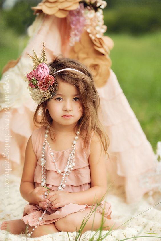 shabby chic/vintage....beautiful little girl <3