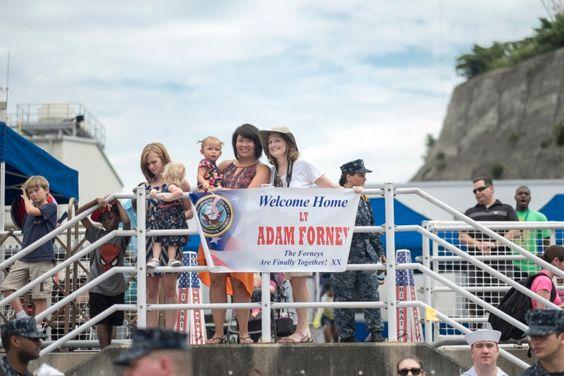 Family,&  friends wait to welcome USS George Washington sailors home at Fleet Activities Yokosuka, Japan, August 8 2014. - News - Stripes