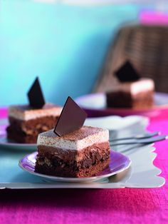 Schoko-Kaffee-Schnitten: Lockere Biskuitschnitten vom Blech mit Schokoladen-Sahne und Kaffeearoma