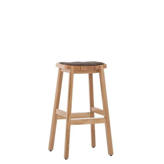 #Barhocker 10172 -  Dieser #Barhocker ist Ursprung! #Massives #Holz, durchdachte Details und #handwerkliche Verbindungen, wie die unter dem #Sitz ausgesparte #Griffmulde, oder die im #Sitz sichtbaren #Stollen, machen ihn zu einem absoluten #Lieblingsmöbel. Die leicht gebogene Sitzfläche bietet einen hohen Sitzkomfort. Stuhlfabrik Schnieder, Lüdinghausen