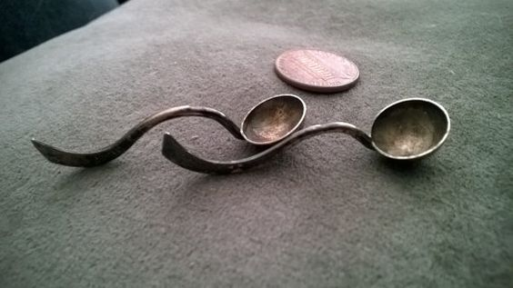I found for second time some of this Amazing small -earring size!!!- antique asian salt spoons. Delicate and with the amazing intrinsic