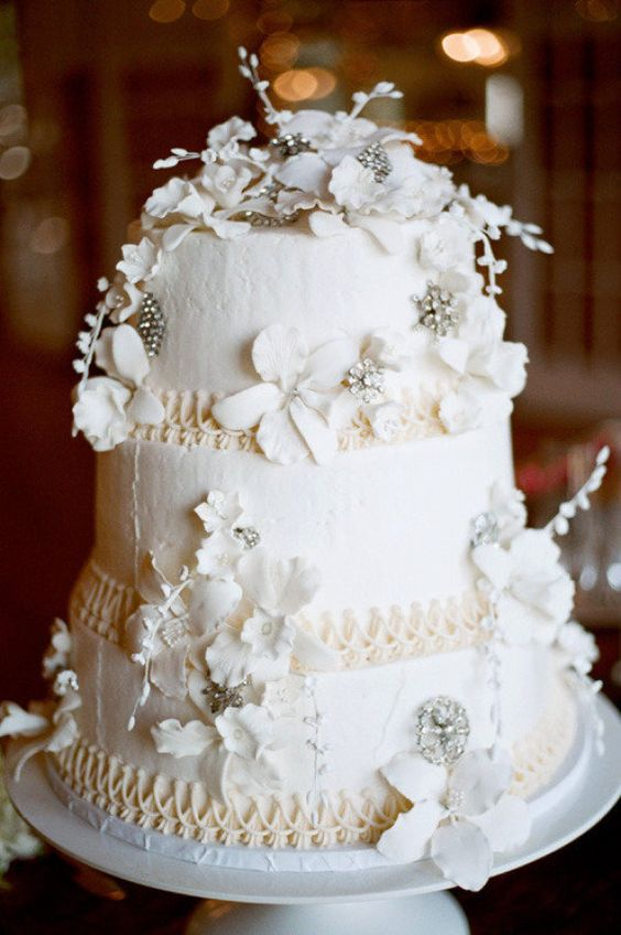 monochromatic #cake and decked out to perfection by http://designsbydanne.com/
