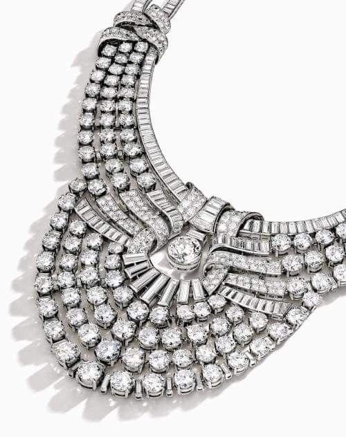عقد الملكة نازلي عقد من الألماس و البلاتين يزن ٢١٧ قيراط من الماس يقع في منتصفها حجرا من الماس الدائرى الشكل يبلغ Van Cleef Necklace Jewels Dream Jewelry