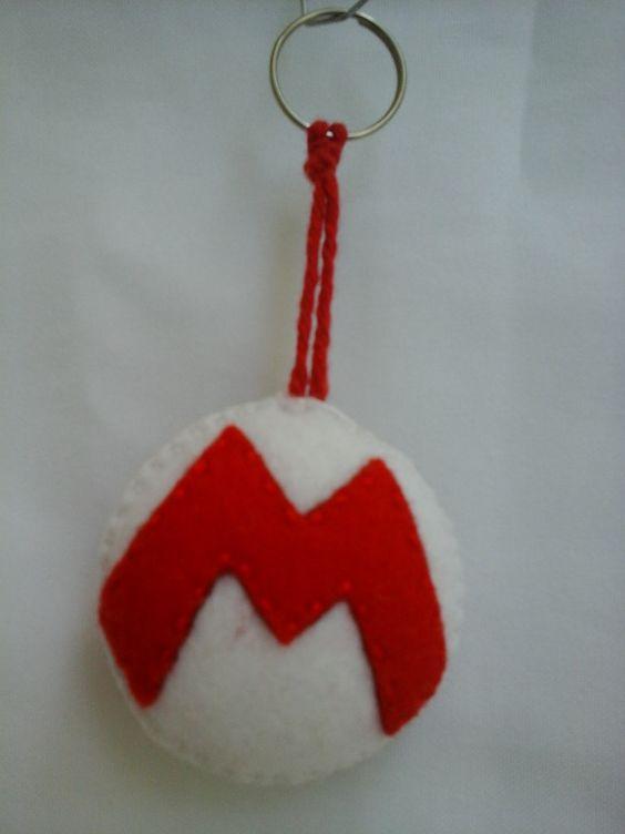 Chaveiro de feltro M de Mario.