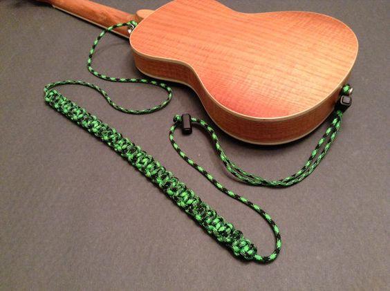 Sử dụng dây dù quân đội để là dây strap cho guitar
