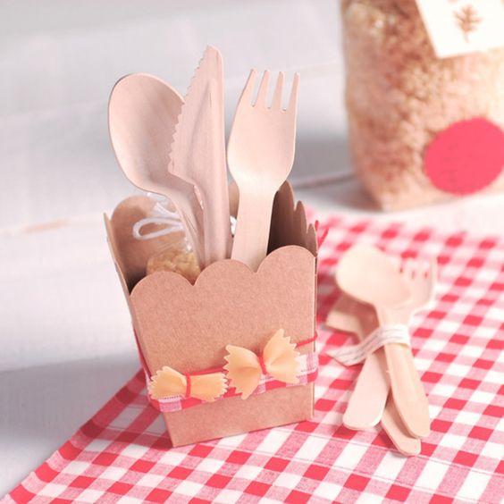 ¿Te gusta personalizar tus regalos envolviéndolos de manera original? Si la respuesta es sí, ¡SelfPackaging te va a encantar! http://www.loveandgo.com/sabias-que/acierta-en-tus-regalos-con-selfpackaging/