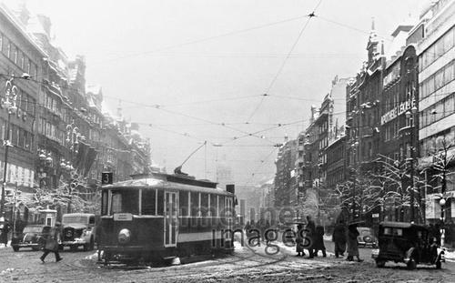 Straßenszene in Prag, 1940 Timeline Classics/Timeline Images