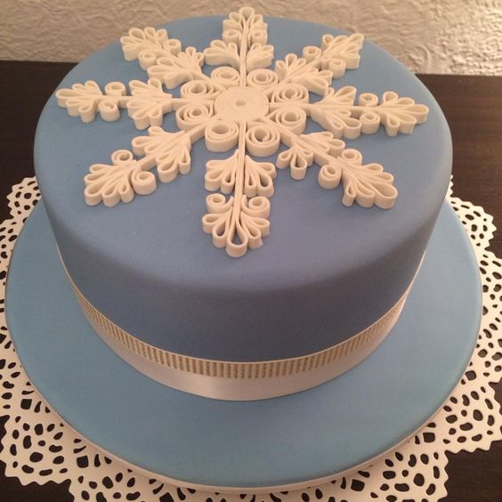 Cake Decorating Quilling : Blue and White Christmas Cake. Quilling technique used ...
