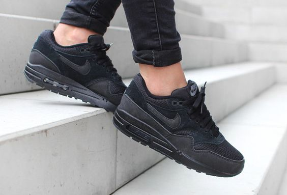 nike shox projecteur bas - Air Max 1 Essential 'Triple Black' (version femme) | Shoes ...