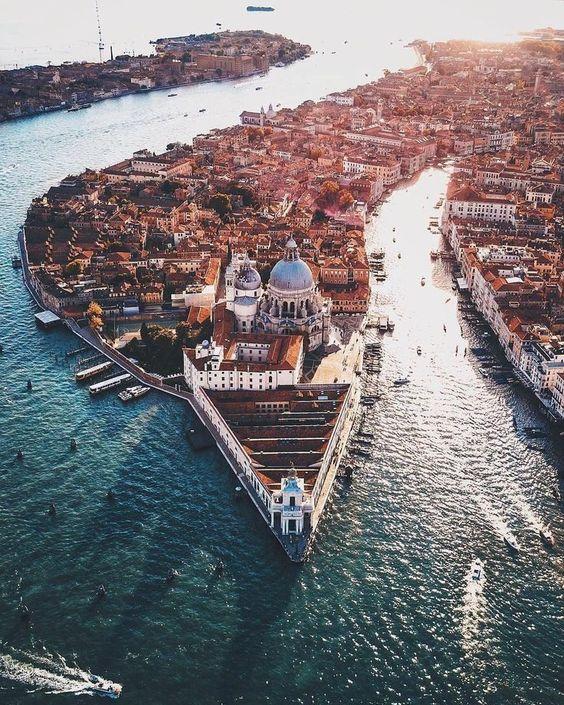 Drone shot of #Venice, #Italy #italytravel #amazingplacesintheworld #dronephotographyideas #droneconcept#photoideas