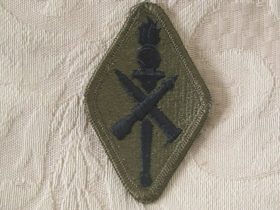MILITARY SHOULDER PATCH U.S. Army Ordnance Missile & Munitions Training School   http://ajunkeeshoppe.blogspot.com/   Junk_686
