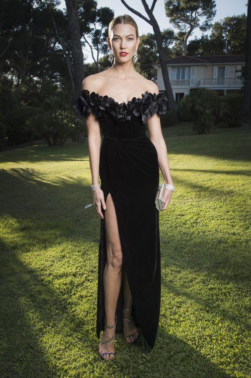 Karlie Kloss en robe Marchesa, bijoux Chopard et escarpins Giuseppe Zanotti au gala de l'amfAR 2016