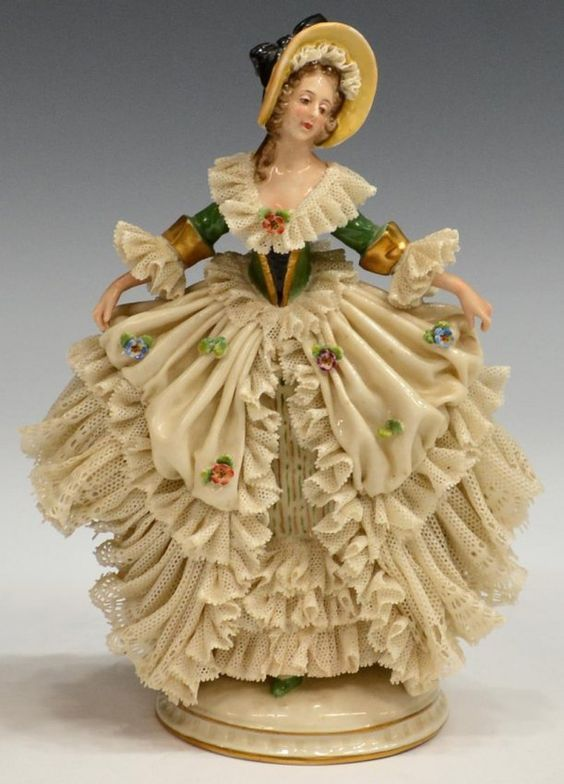 Dresden Porcelain (Germany) —  Lace Figurines Ladie (564×784)