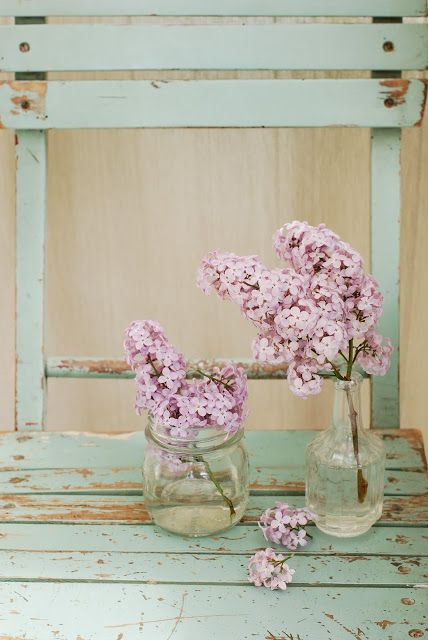 .i just love these flowers, the mason jars are darling, if you add the wedding bells the have a sweet fragrance... walkingonsunshine:)